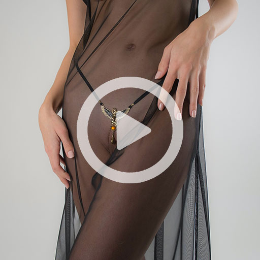 string-sex-woman-goddess-isis-gold
