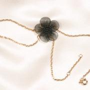 chm16 1 bijou main fleur noire.jpg
