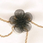chm16 2 bijou main fleur noire.jpg