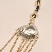 chs09 1 parure seins chaines et coquilles.jpg