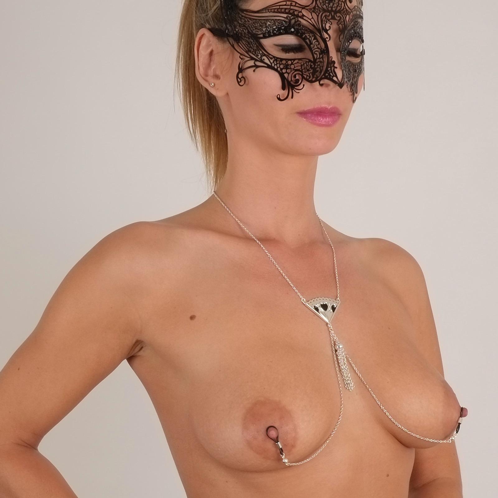 parure-sexy-mamelon-collier-bijou-eventail-noir
