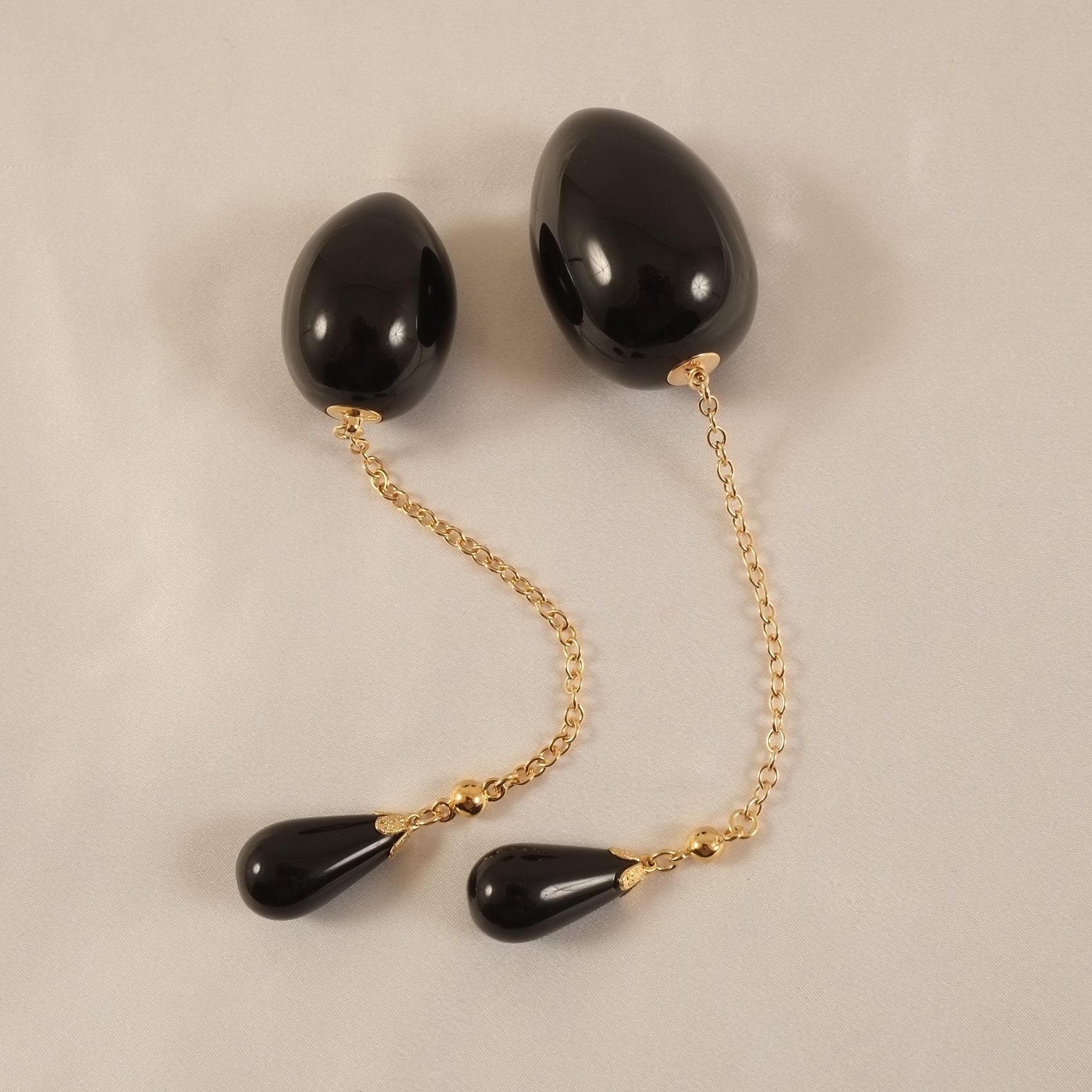 anus-jewelry-man-egg-black-gold