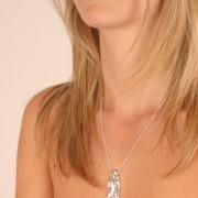 pen17 1 pendentif femme osee col argent.jpg