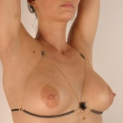 sg41 1 soutien gorge or perles hematites.jpg