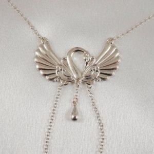 COS69 A collier seins battements ailes argent