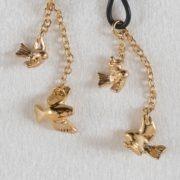 ornement-teton-pendentif-chaine-oiseau-or