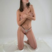 string-sexy-femme-deesse-isis-argent